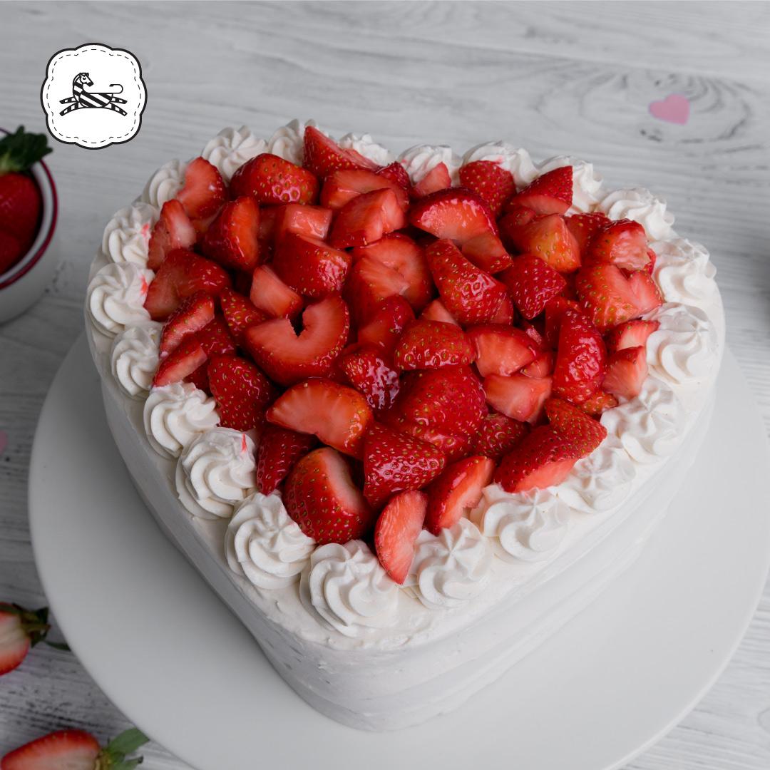 Suqiée Repostería - Día de San Valentín - 14 de Febrero - Pastel de Corazón de Fresas con Crema